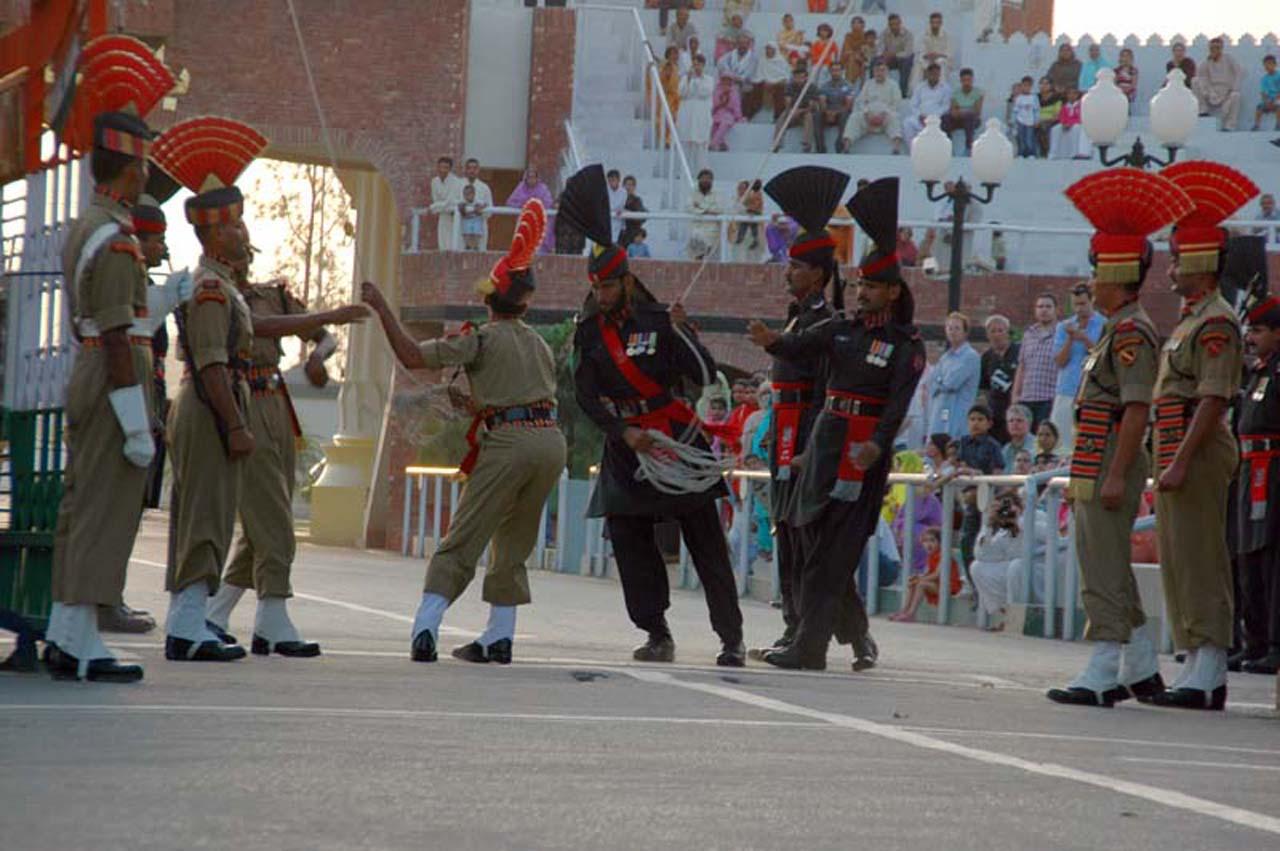 BSF guards and Pakistan Rangers at Attari wagah border
