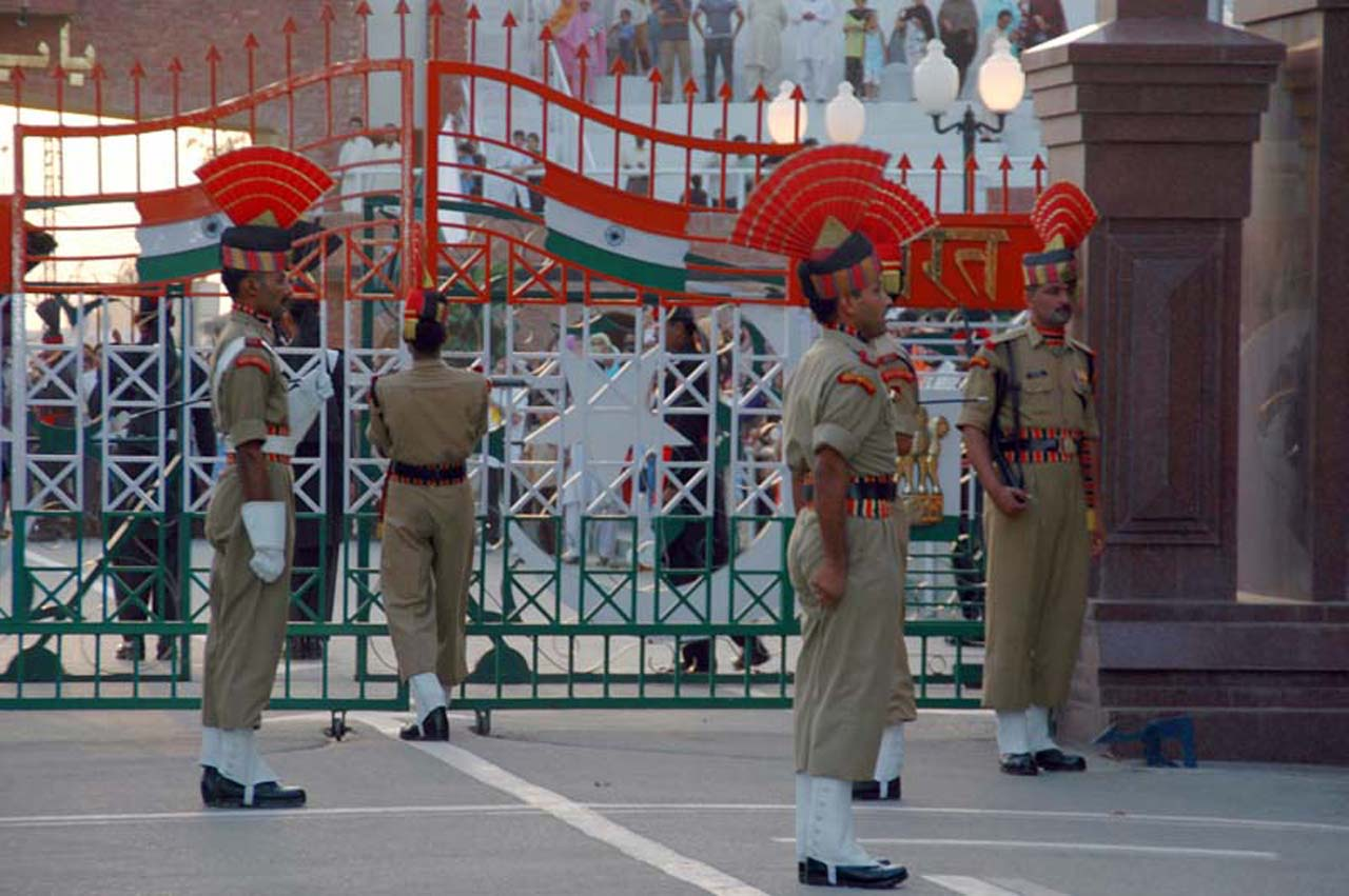 Gate closing by BSF guards at Attari wagah border