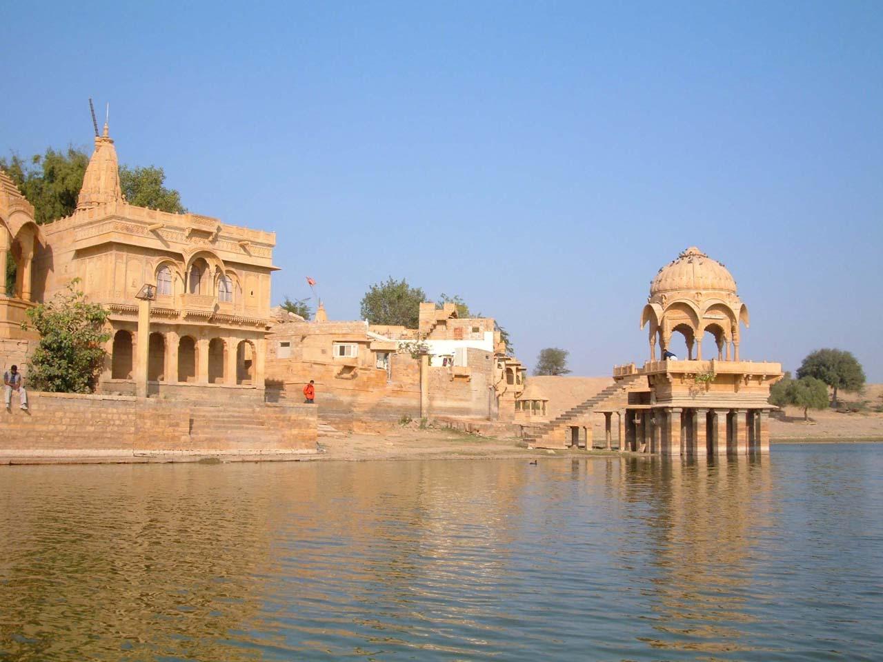 Ghats Gadisar Lake - Jaisalmer's places to visit
