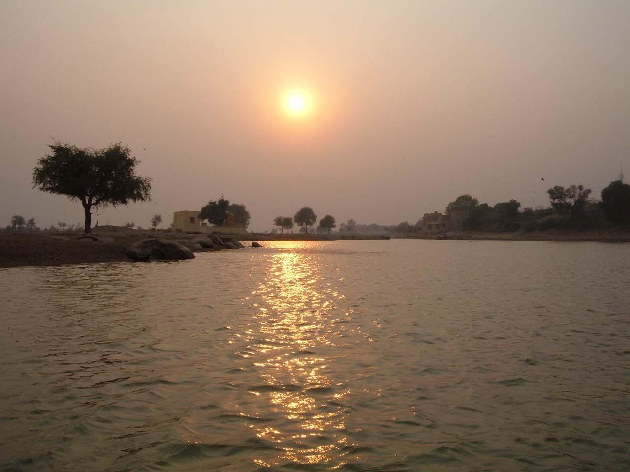 Sunset Gadisar Lake - Jaisalmer's places to visit