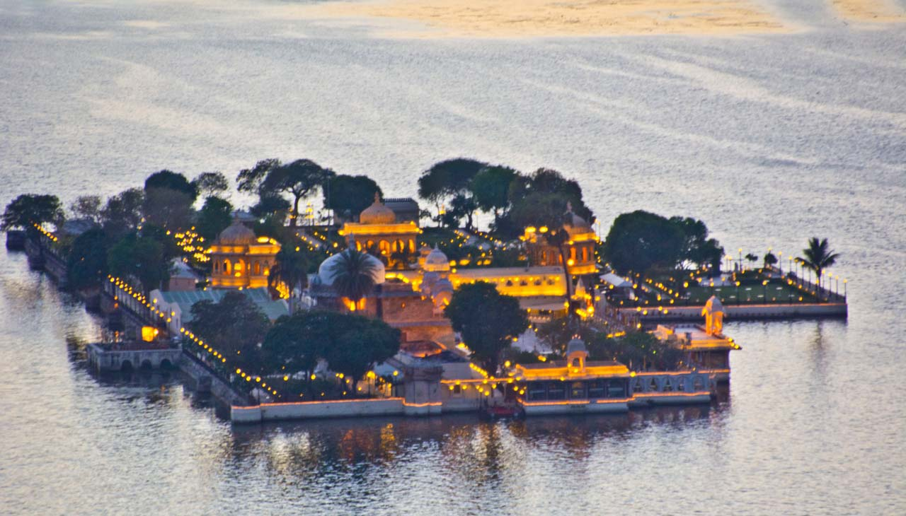 Jag Mandir Udaipur with lights