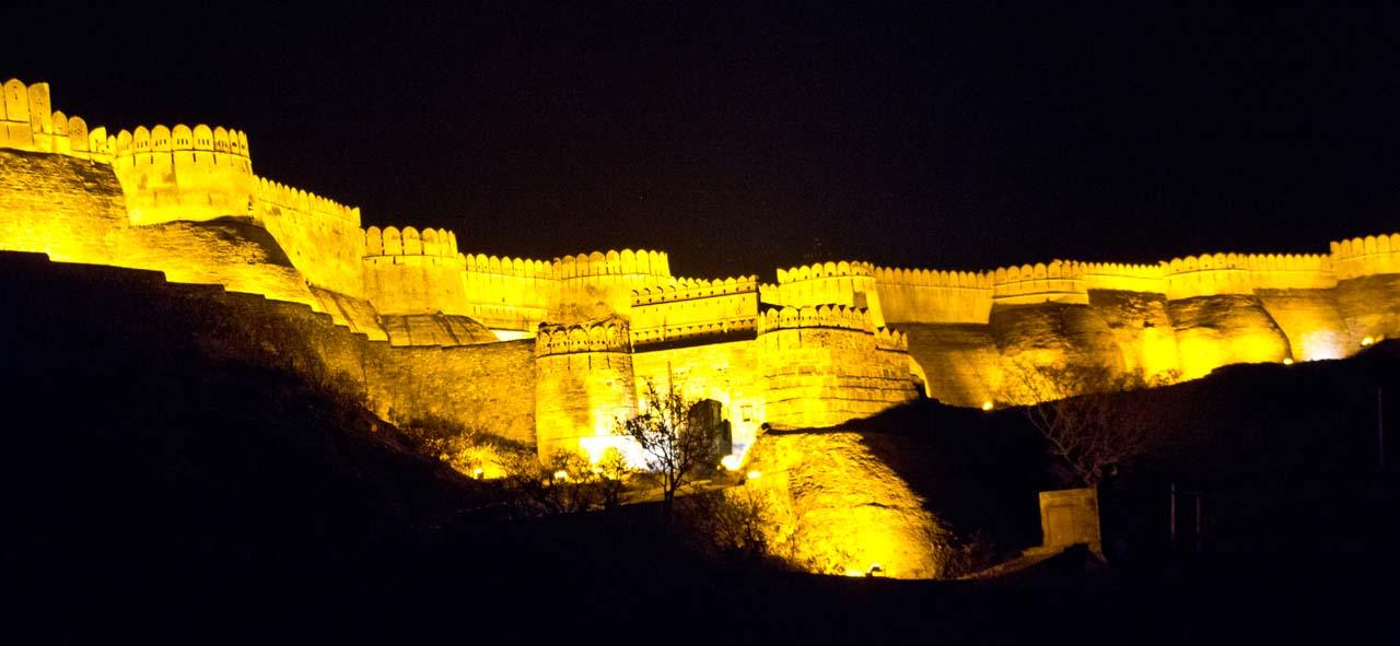 Kumbhalgarh Fort and Ranakpur Temples With Udaipur