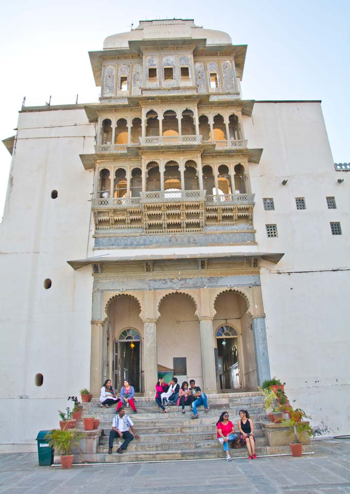 Monsoon palace inside