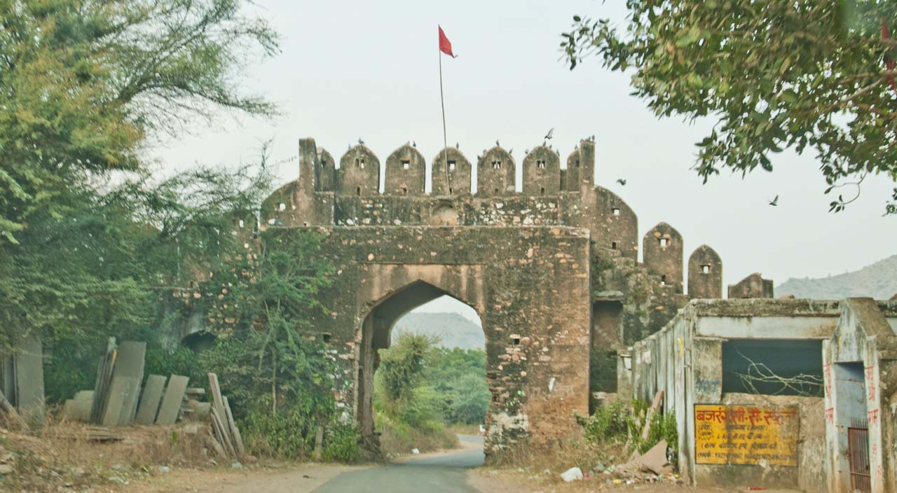 Entry gate of village on the way to Bhangarh