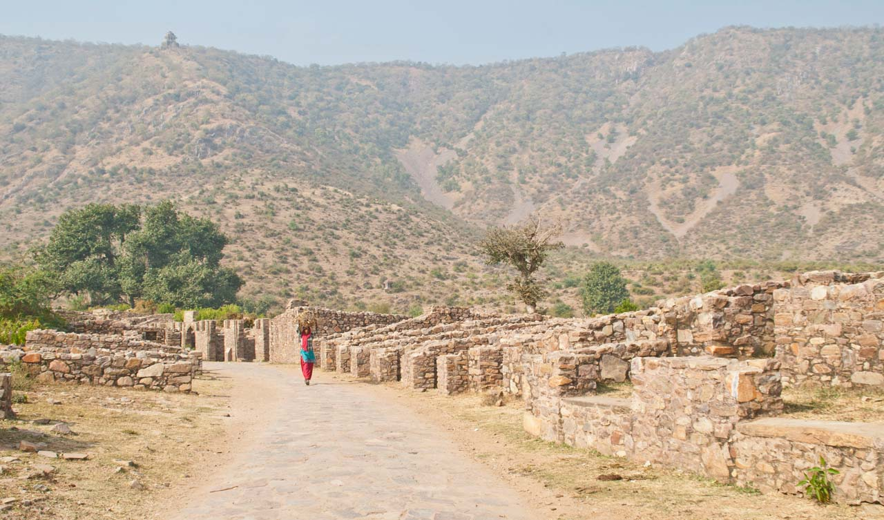 Bhangarh fort path