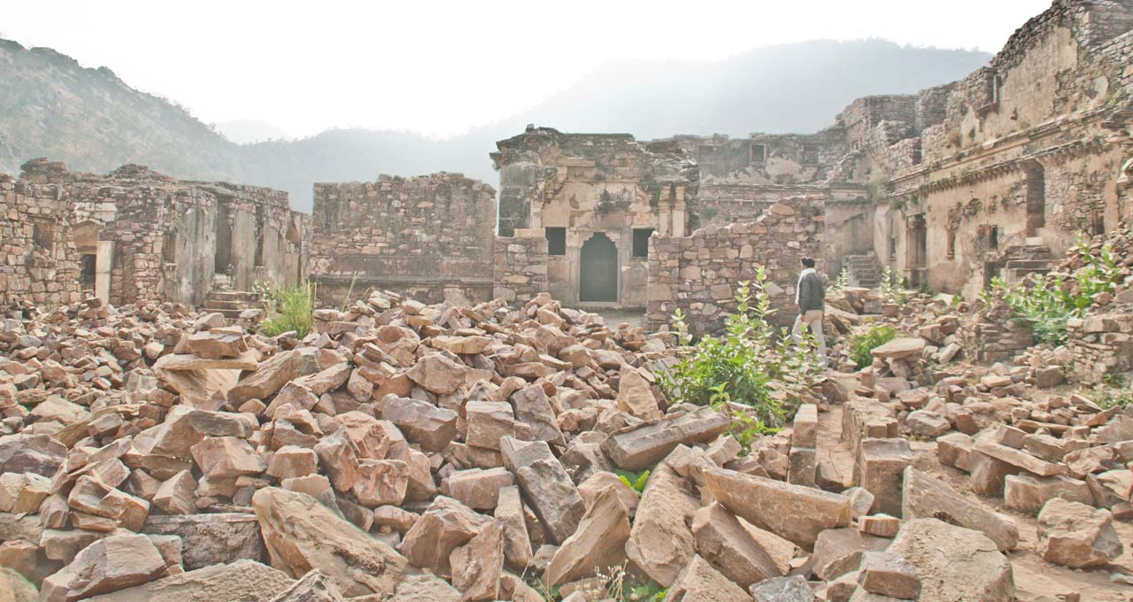 Broken stones at Bhangarh fort top