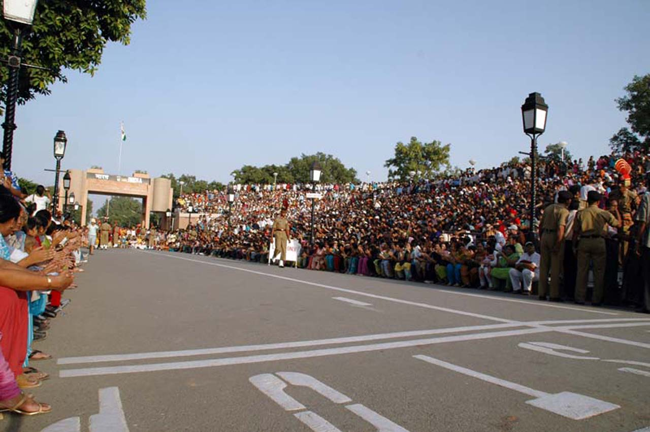 Crowd at Attari Wagah border