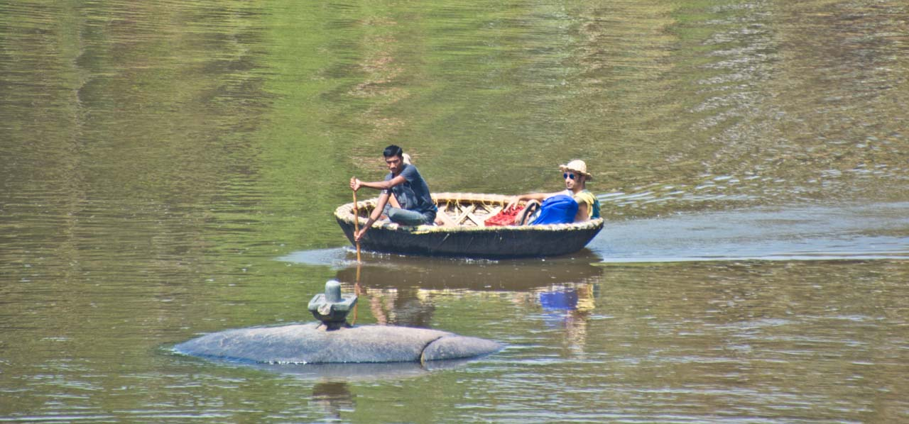 River crossing in coracle in Hampi Village