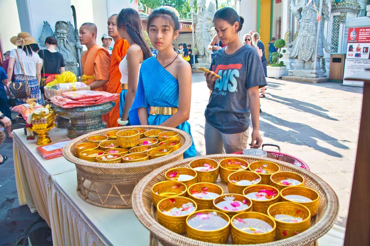 Songkran Bangkok Wat Pho girl