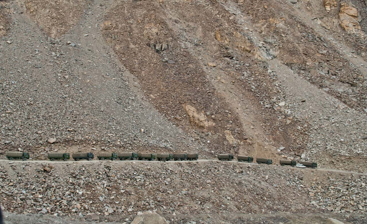 Army truck line on the way to Khardungla Pass