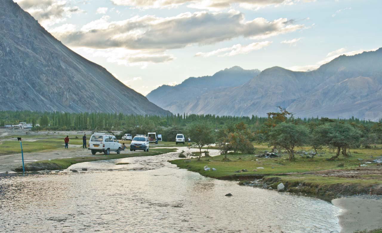Leh to nubra valley via khardung la - Hundar