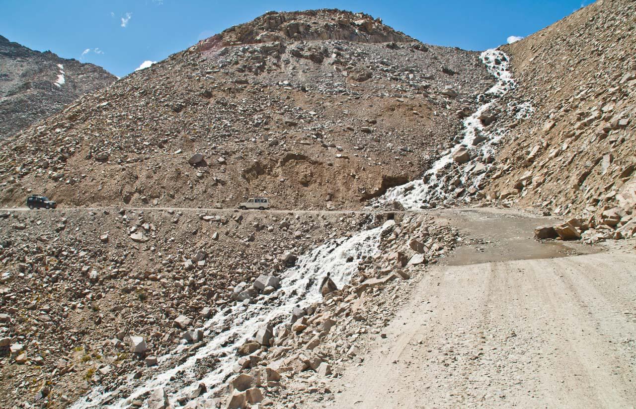 Water stream on the way to Khardungla pass