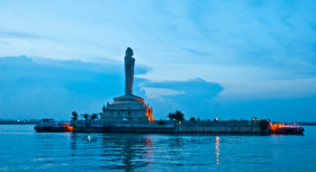Things to do in Hyderabad India Hussain sagar buddha statue