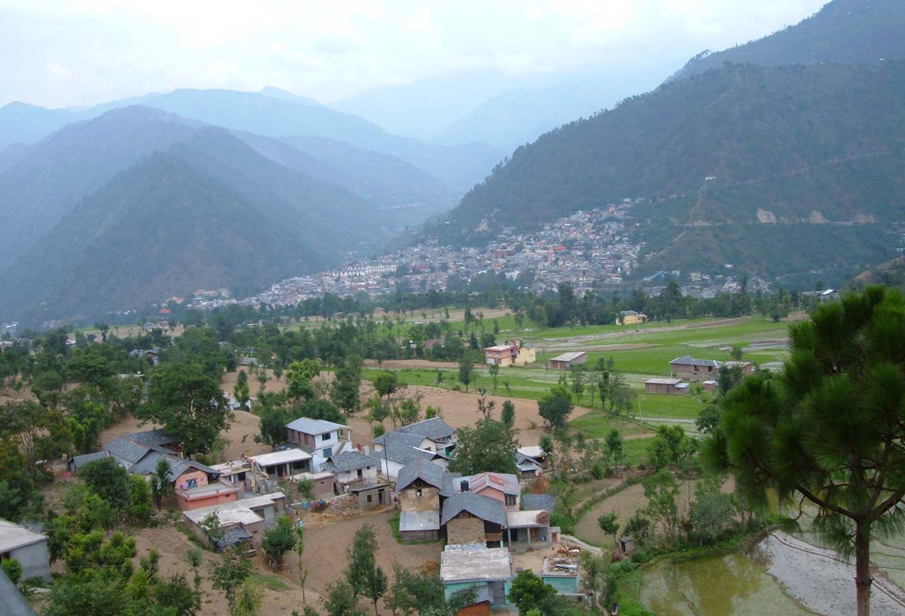 Hills and houses in Valley