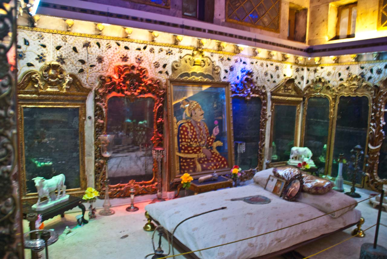 Bedroom in Aina Mahal Bhuj