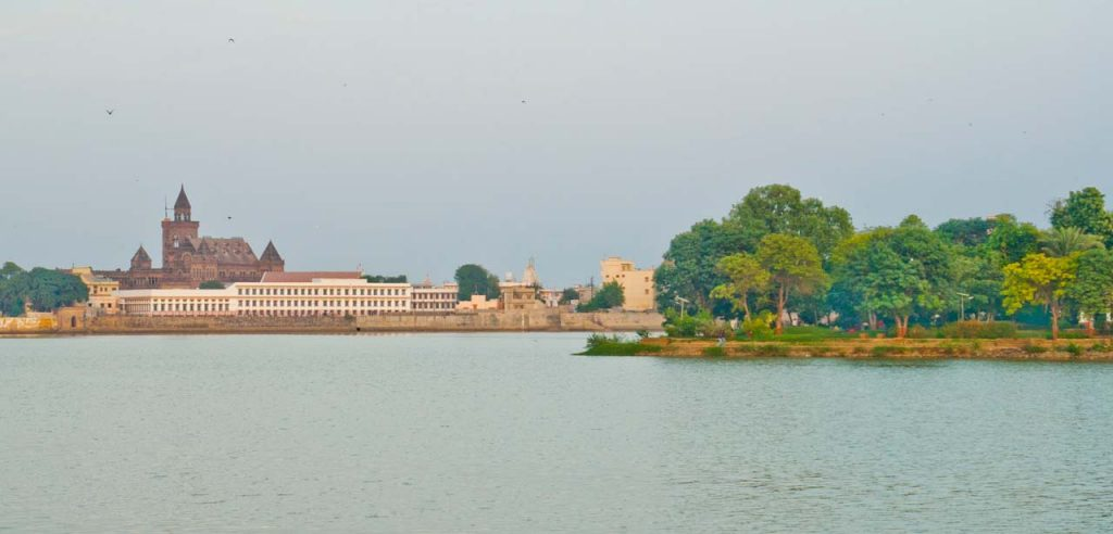 Places to visit in Bhuj, Best time to visit and shopping in Bhuj