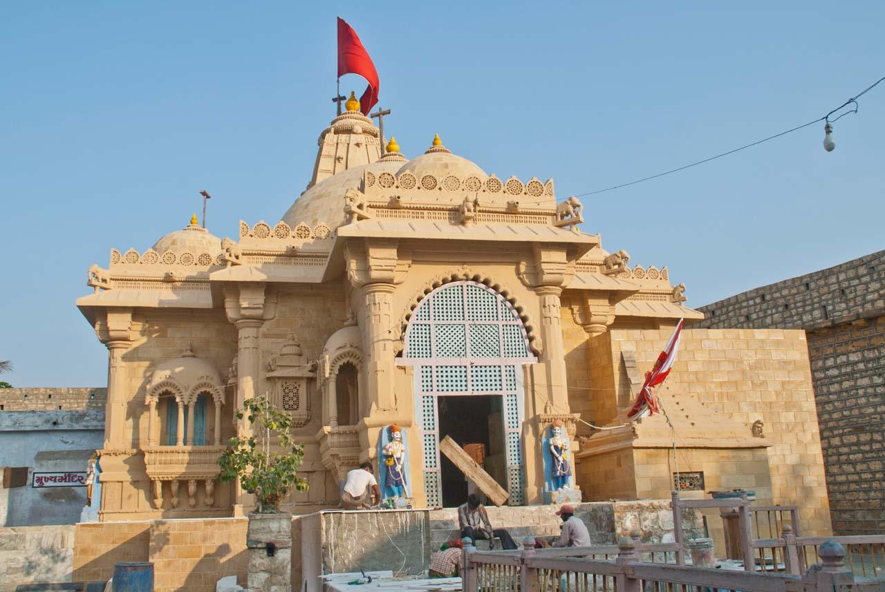 Narayan Sarovar temple Gujarat