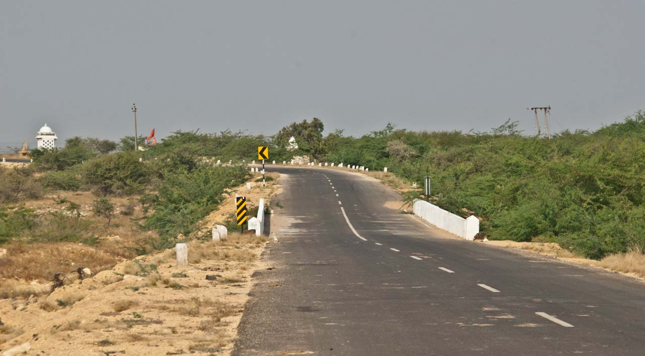 Road on the way to Narayan Sarovar