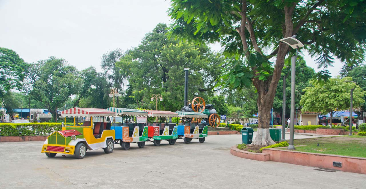 Train Pinjore garden Chandigarh