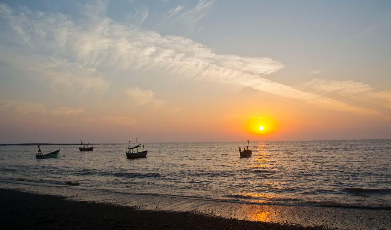 Daman Beach sunset boats