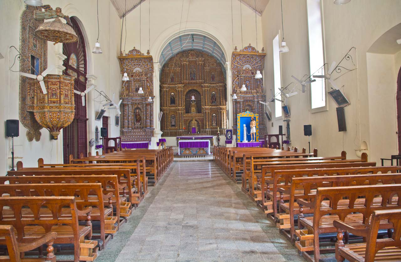 Inside of Bom Jesus Church Daman
