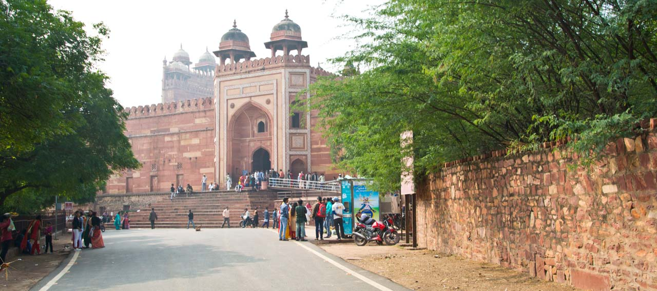From Fatehpur Sikri fort to Tomb of Salim Chisti